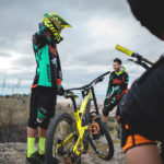 assault-bike-wear-mtb-dh-enduro-jersey-mudwar-shield